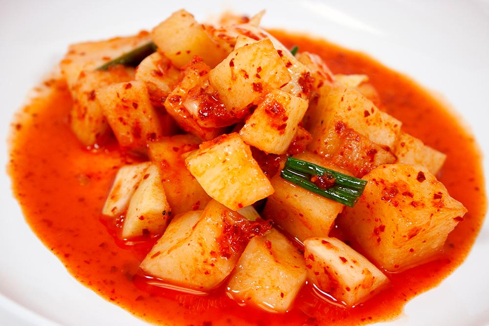 깍두기/ Cubed Daikon Kimchi